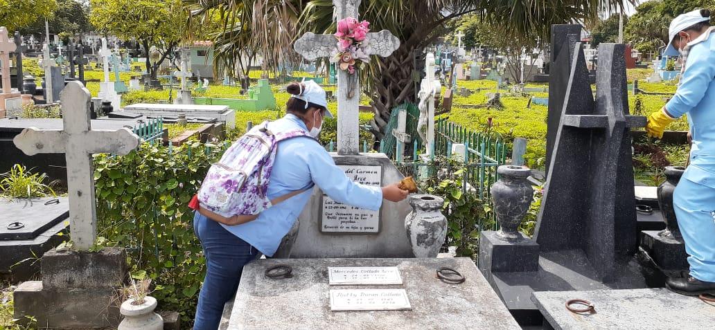 Inician labores de limpieza en los cementerios para prevención de enfermedades