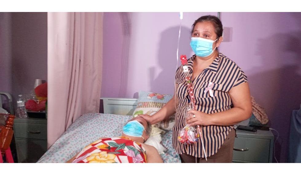 Mujeres con cáncer instan a realizarse el autoexamen de mamas