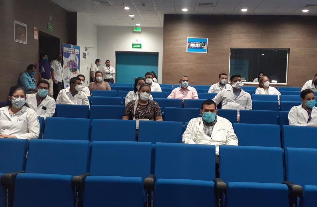 Médicos especialistas continúan en el programa de formación continua