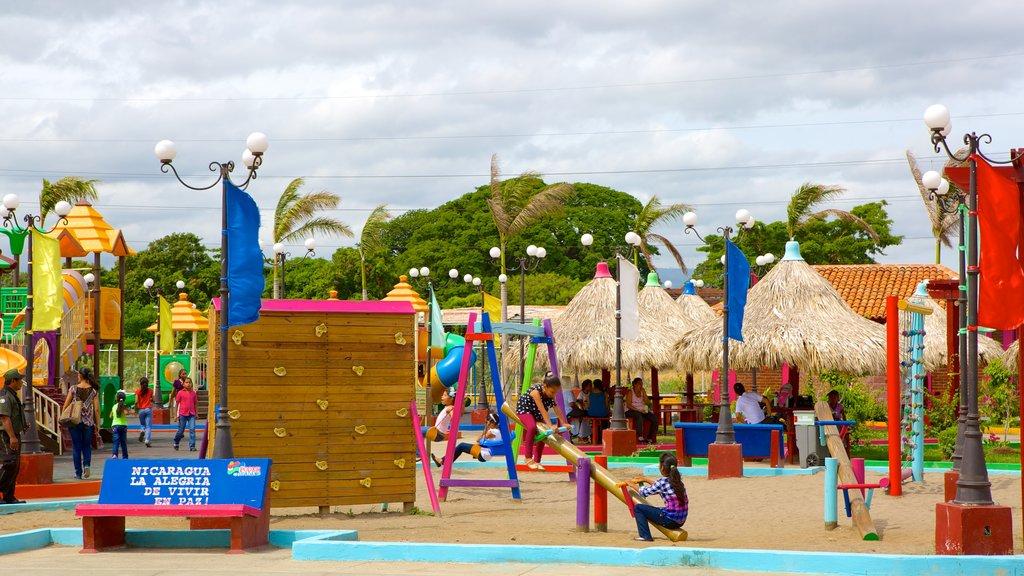 Presentaciones artísticas deleitan a turistas en el Puerto Salvador Allende