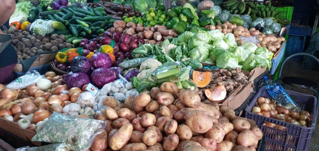 Reportan buen abastecimiento de verduras y frutas en los mercados capitalinos