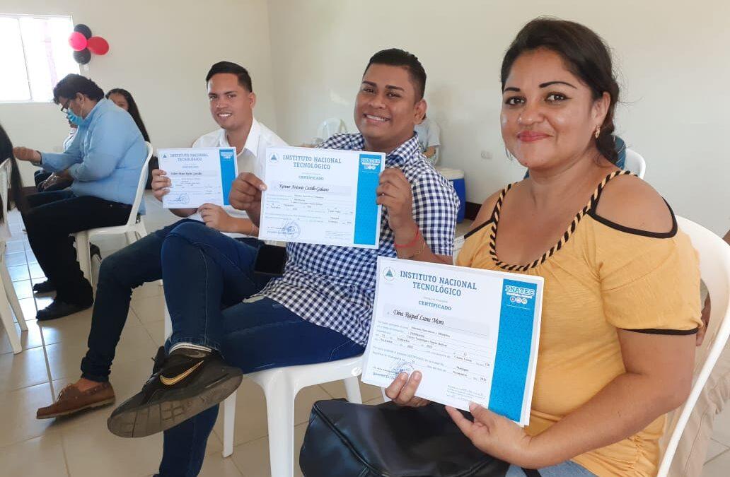 Certifican a estudiantes en Contabilidad Publica y otras carreras técnicas