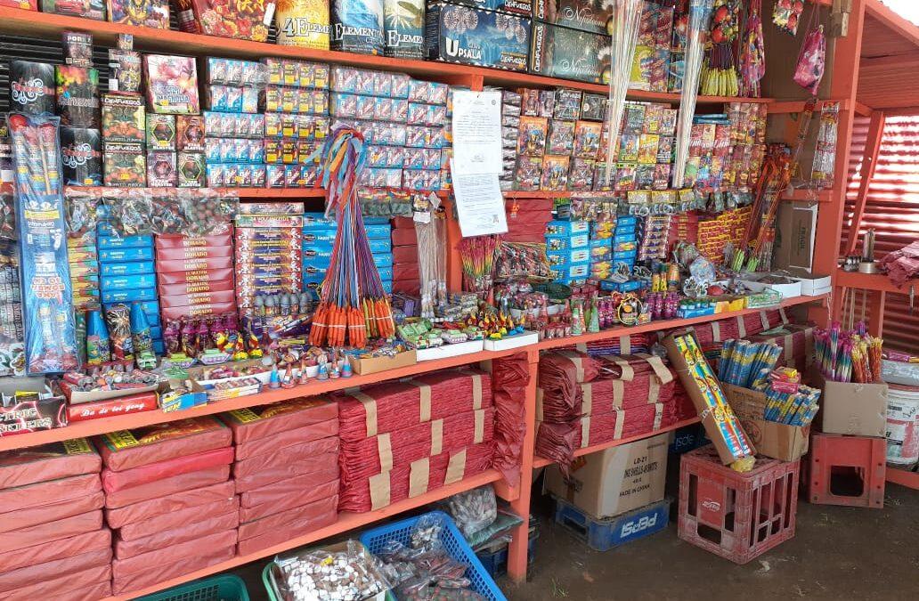 Comerciantes de pólvora listos con sus ofertas y grandes expectativas de venta