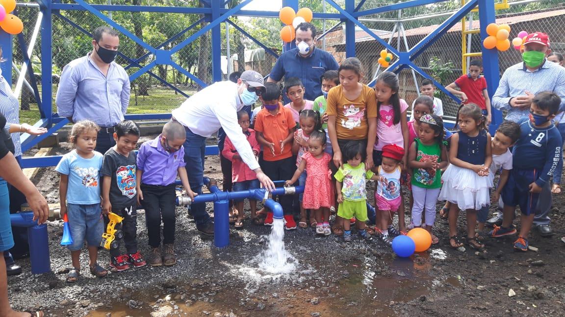 110 familias de El Viejo estrenan servicio de agua potable