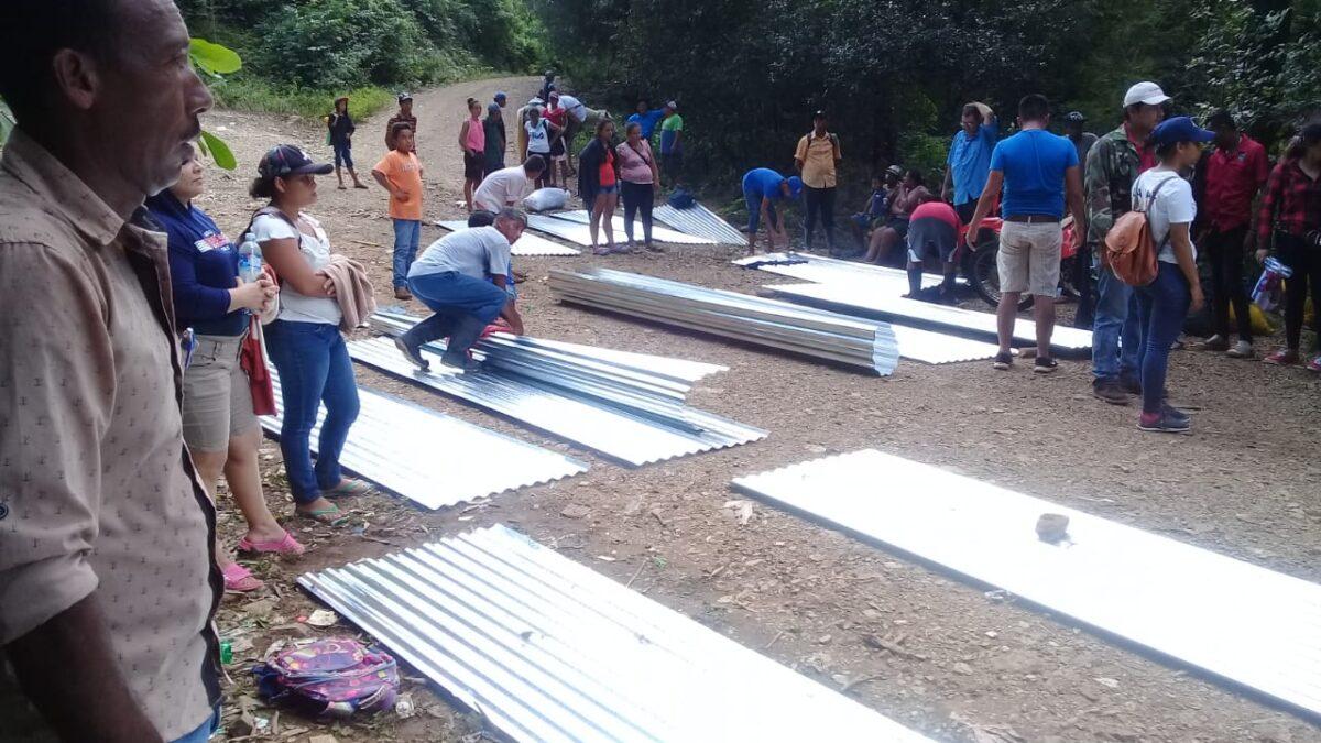 Familias de Santa Teresa reciben Plan Techo