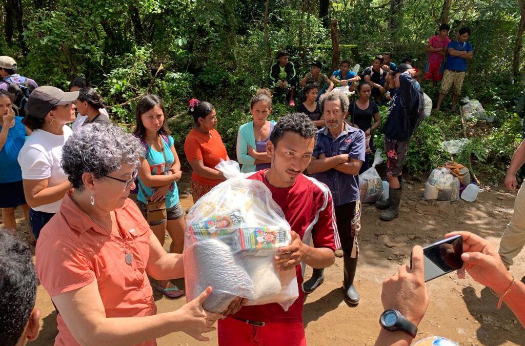Familias reciben ayuda en la comunidad La Piñuela de Santa Teresa