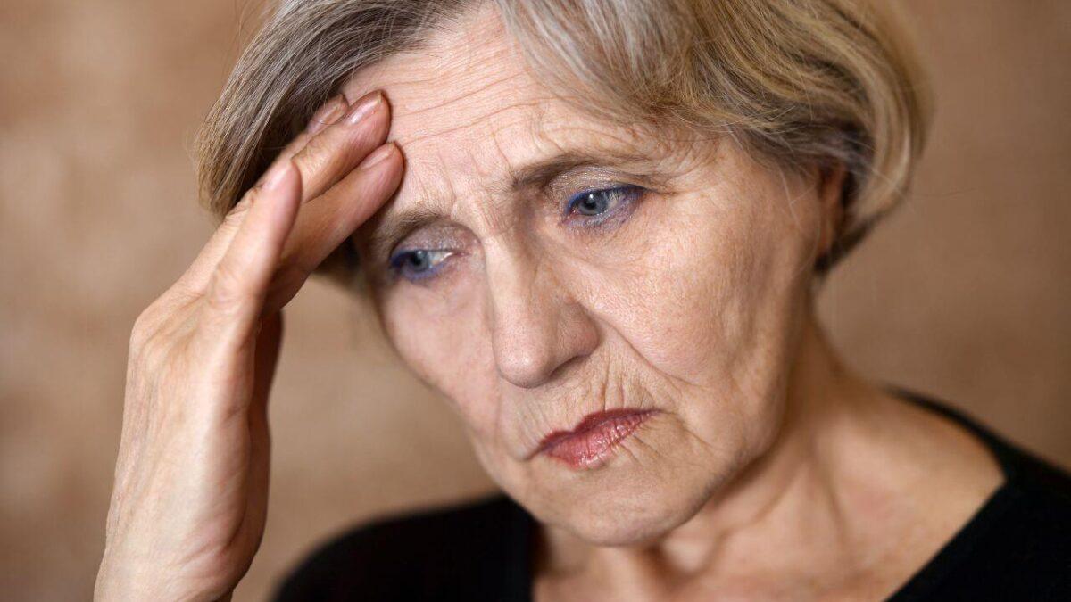 Médicos analizan tratamientos para la menopausia