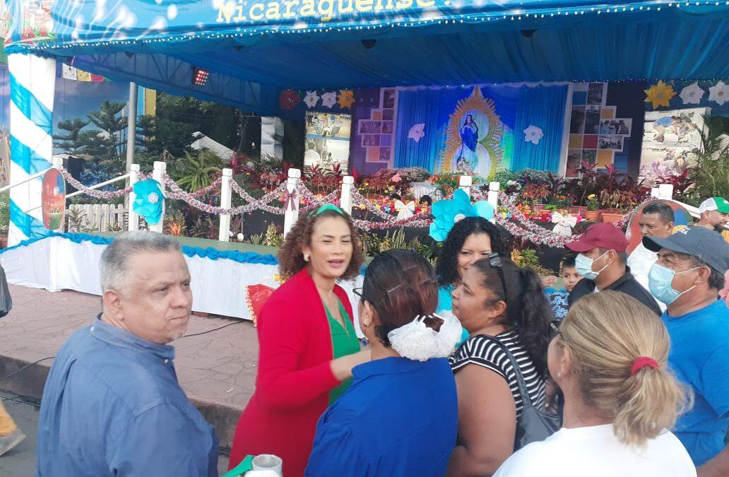 Feria Navideña y altares a la Virgen María sobre la avenida Bolívar