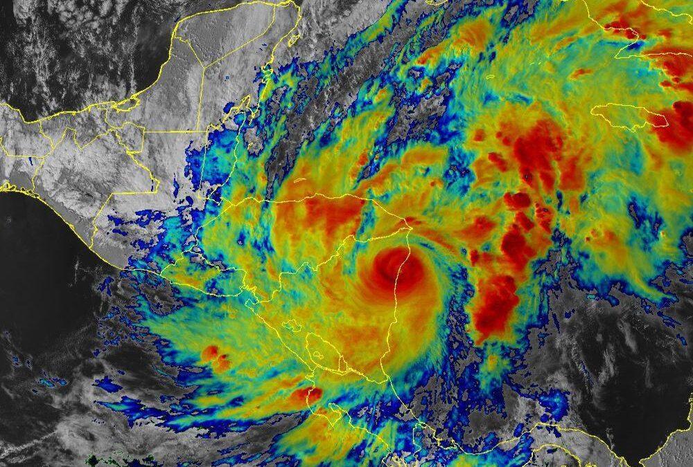 Huracán Eta ha disminuido su intensidad al tocar tierra