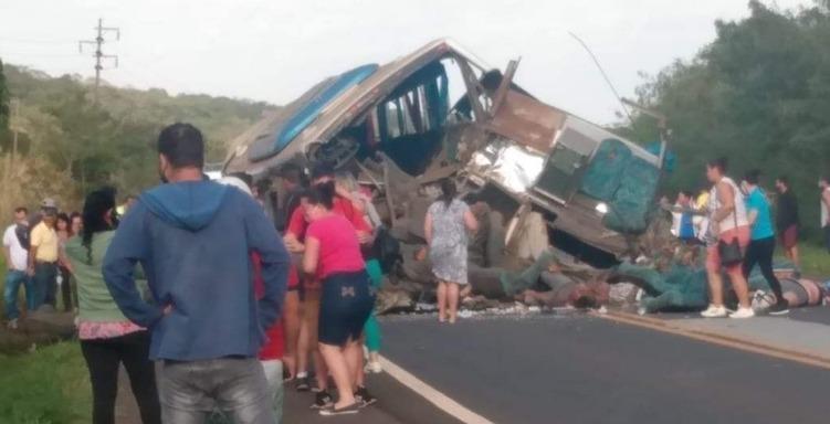 Brasil: Accidente en la vía deja un saldo de 41 personas muertas