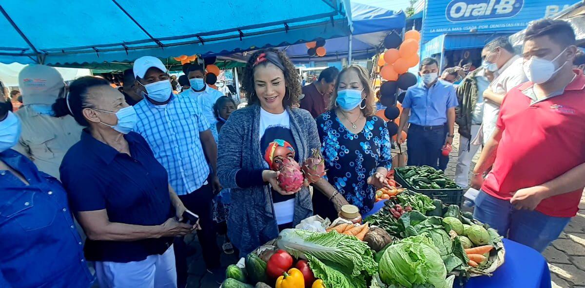 Cañas, bananos y limones dulces a buenos precios en el mercado Mayoreo