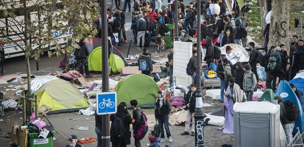 Campamento de migrantes en París, es desalojado