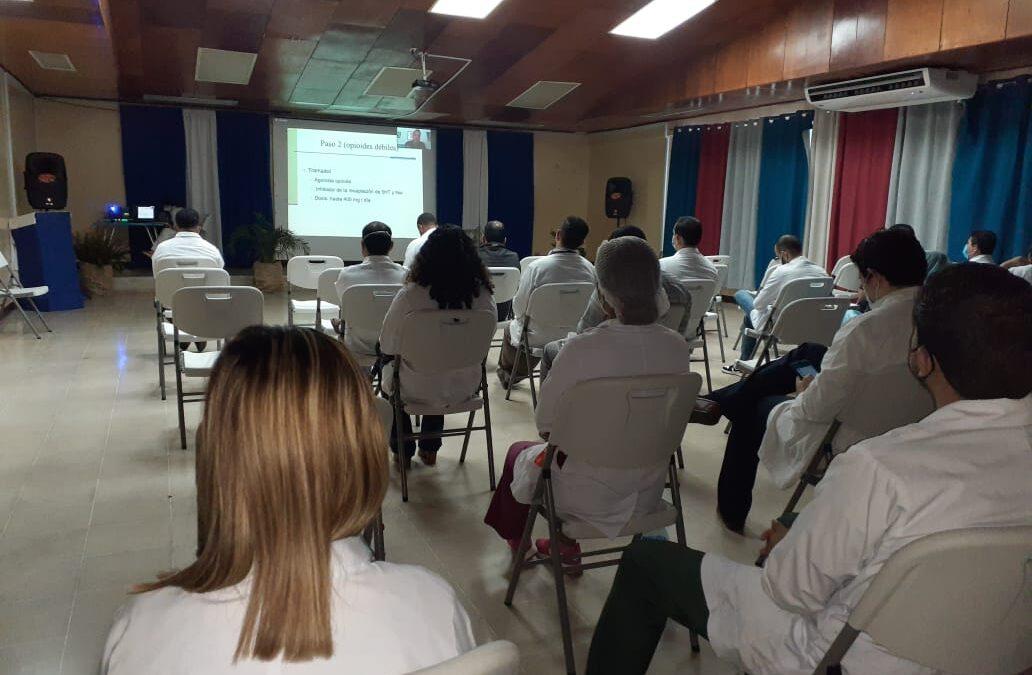 Médicos se capacitan en detección temprana del Cáncer de Colon y Recto
