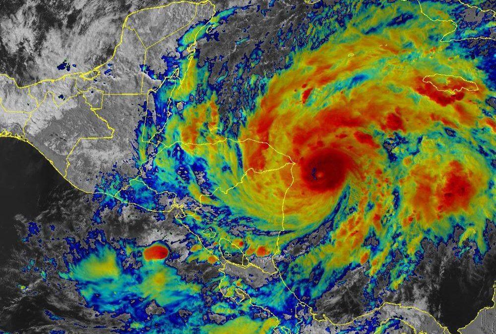 Huracán Eta se intensifica a categoría 4