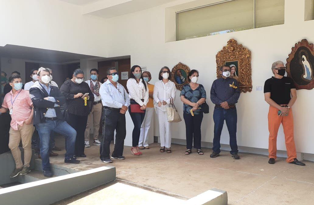 Inauguran exposición de pinturas a la Virgen María en el Instituto de Cultura Hispánica