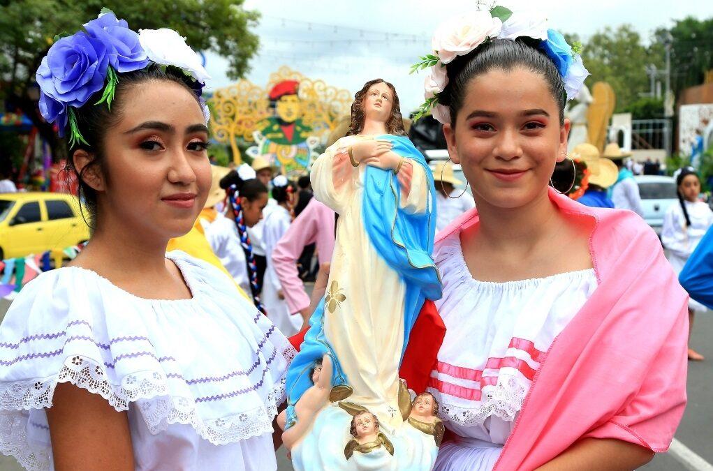 Inauguran Exposición de Santos Patronos en la Plaza 22 de Agosto