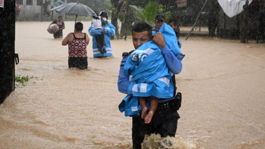Muere niña tras derrumbe provocado por el paso del huracán Eta en Honduras