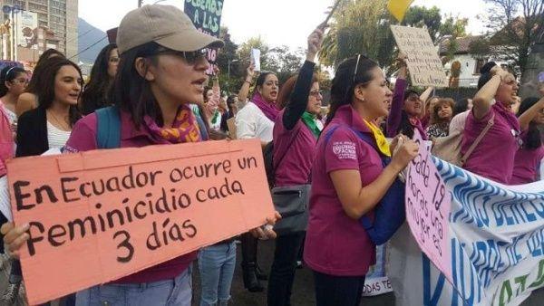 Ecuador registra más de 100 feminicidios en lo que va del año