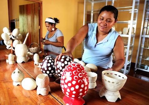 Mujeres emprendedoras contribuyen a la economía familiar y nacional