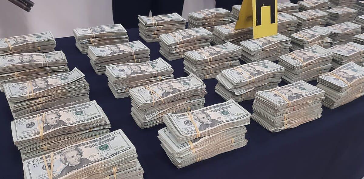 Policía incauta dos toneladas de cocaína y más de 300 mil dólares