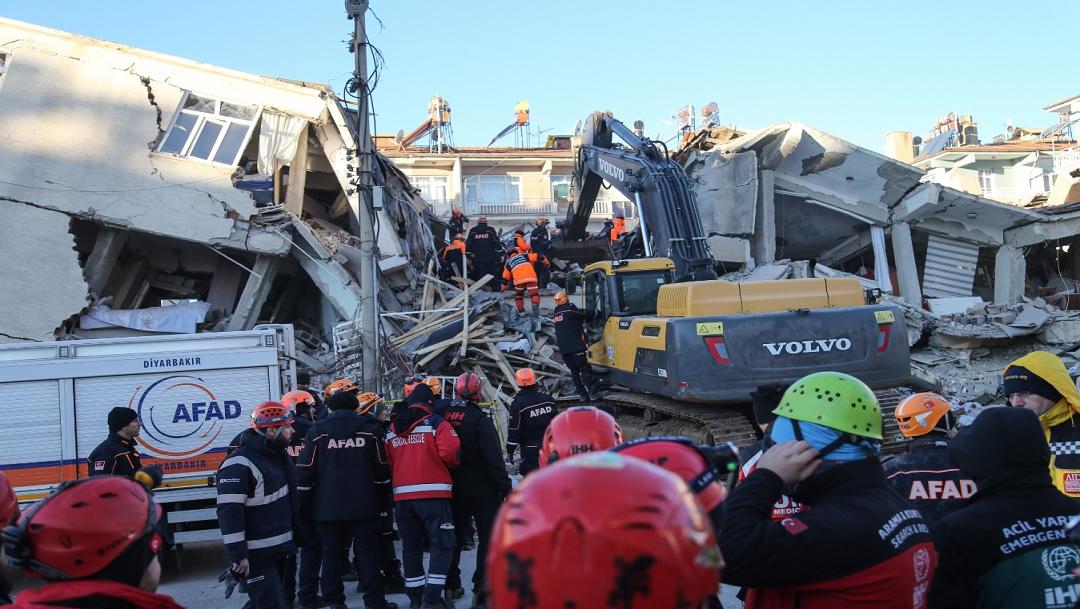 Suspenden búsqueda de sobrevivientes tras sismo en Turquía