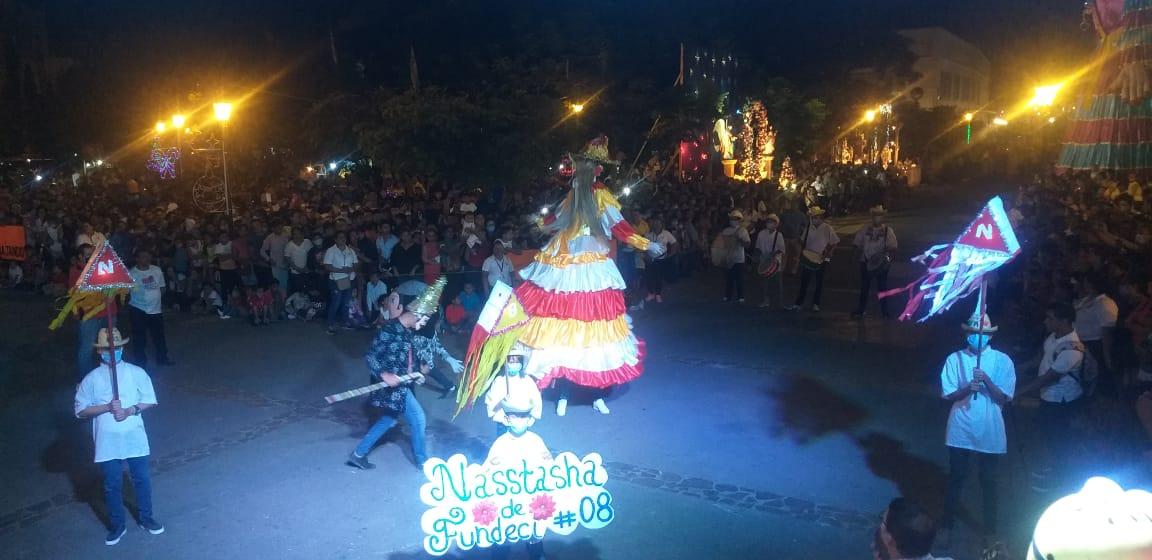 Gigantonas y enanos se toman plaza central de León