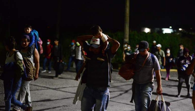 Cientos de hondureños parten en caravana hacia EE.UU.