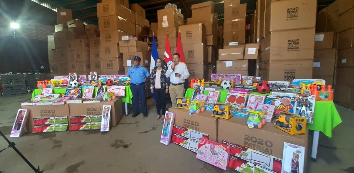 Mas juguetes para niños afectados por huracanes