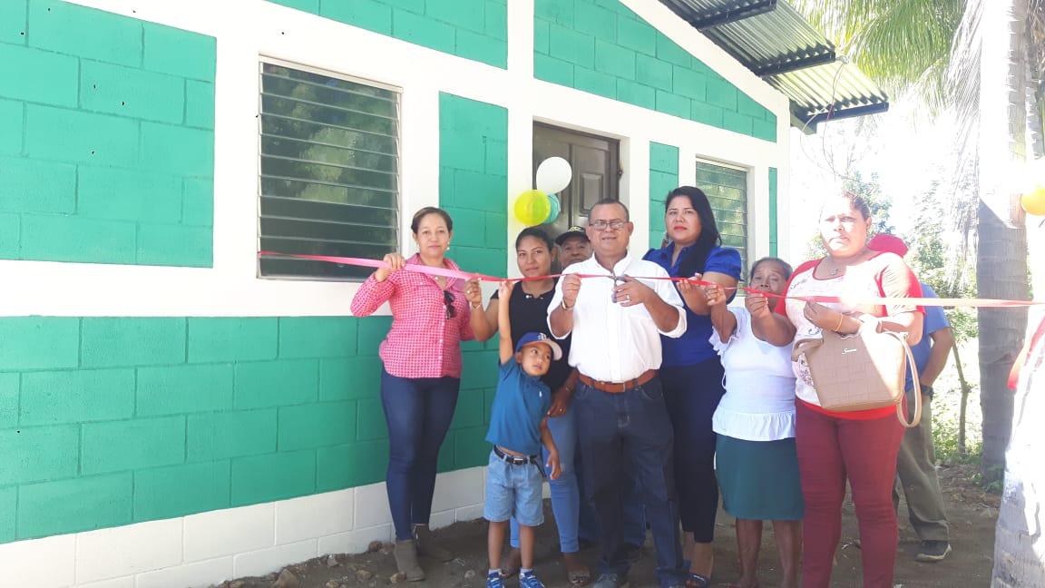 Familias de Puerto Morazán son beneficiadas con viviendas nuevas