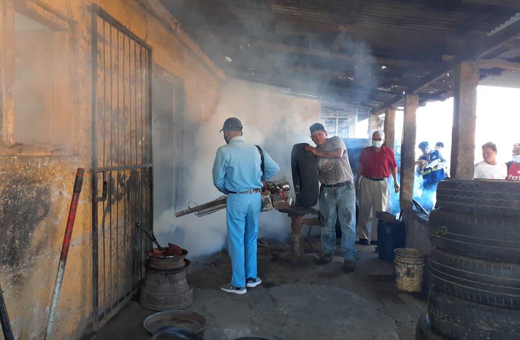 Brigadistas de salud no descansan en la eliminación de mosquitos