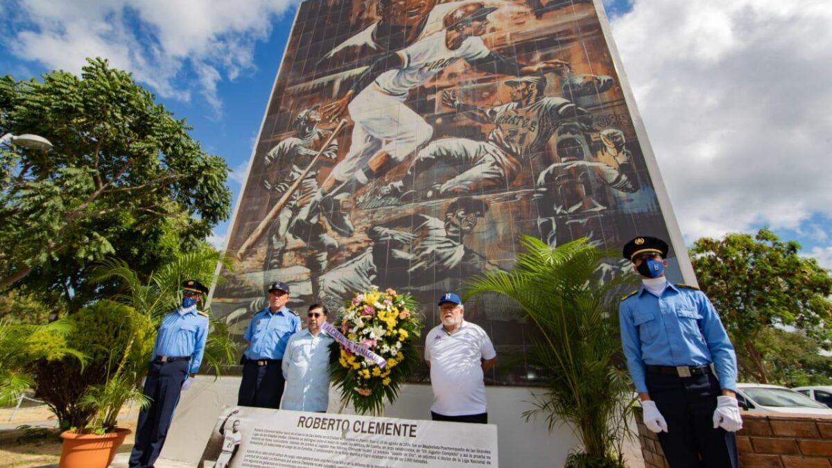 Nicaragua rinde homenaje a Roberto Clemente a 48 años de su muerte