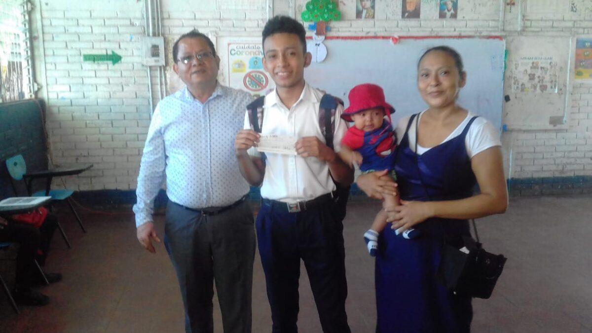 Nicaragua, el país donde los bachilleres reciben bono económico