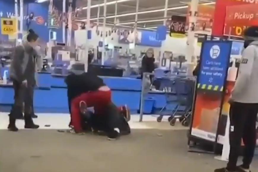 Trabajador es brutalmente golpeado por un cliente al que le pidió usar mascarilla