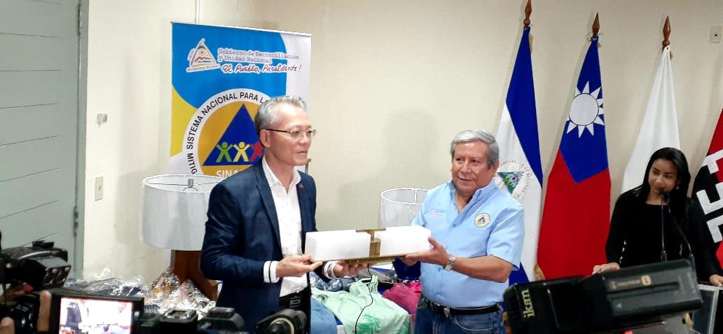 Fundación Simply Help envía donación para afectados por los huracanes