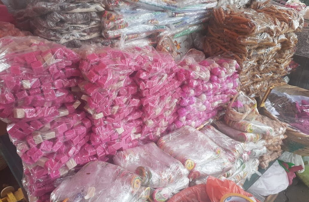 Tradicional gorra de la Gritería se sigue ofreciendo en el mercado Mayoreo de Managua