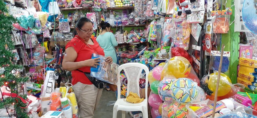 Mercados capitalinos tienen de todo para las fiestas infantiles