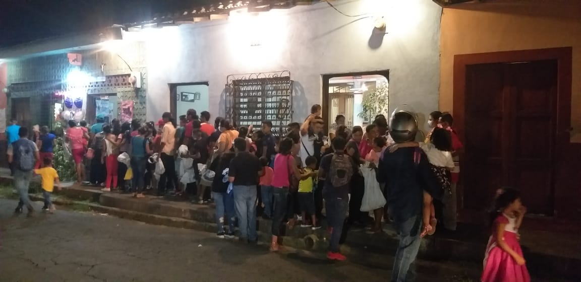 Miles de familias salen a gritarle a la Virgen María en León