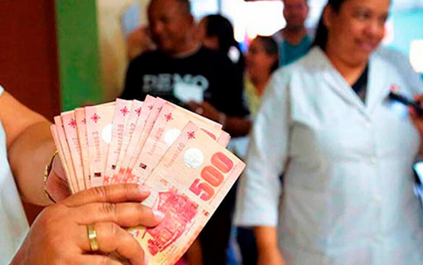 Trabajadores de la salud reciben pago adelantado del mes de diciembre
