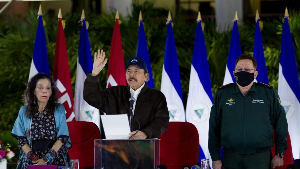 Presidente Ortega entrega al pueblo a nuevos oficiales del Ejército