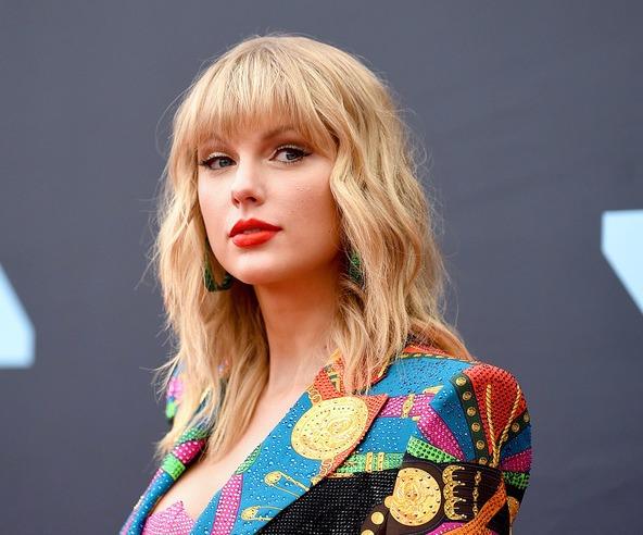 Taylor Swift realiza el lanzamiento de su segundo álbum del 2020