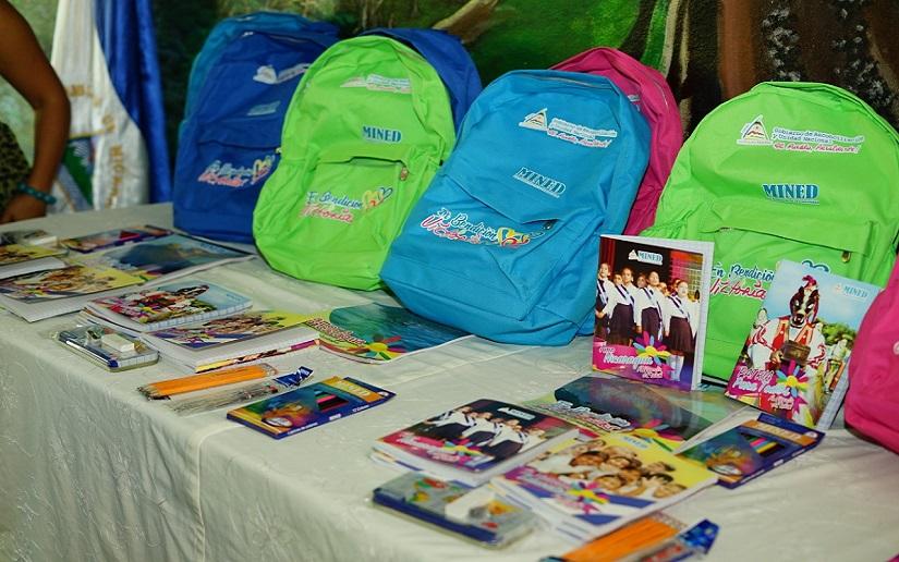 Paquetes escolares, merienda y maletines para docentes, están garantizados