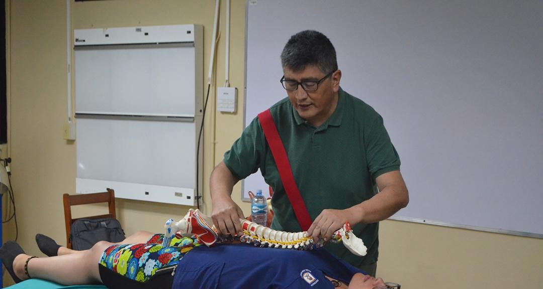 Refuerzan conocimientos de fisioterapeutas y fisiatras en curso de terapia neural