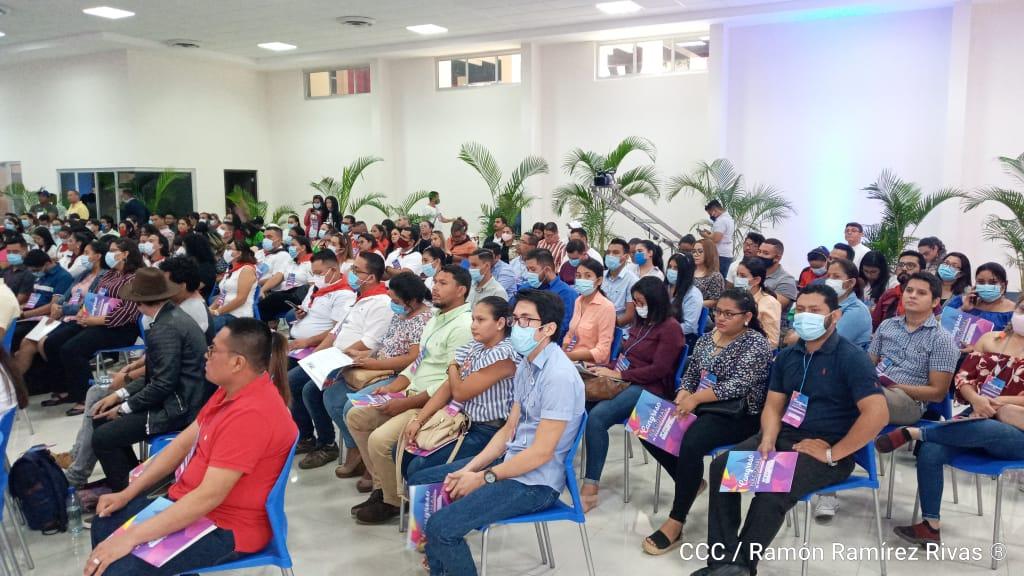 Jóvenes profesionales conocen oferta académica que promueve el Ministerio de la Juventud