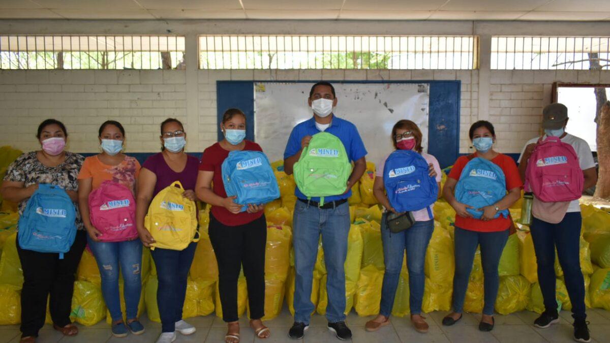 Mochilas y maletines escolares ya se encuentran en León
