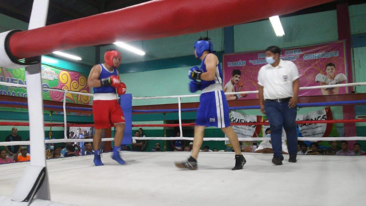 Exitosa velada boxística amateur en gimnasio Roger Deshon