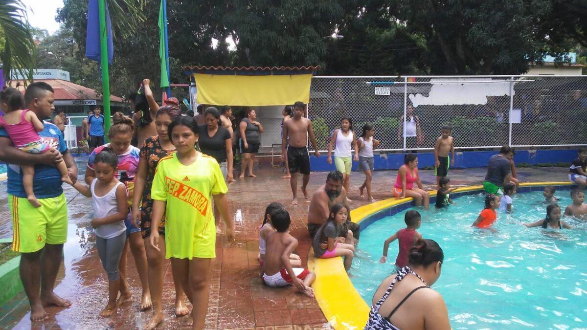Familias nicaragüenses reciben el 2021 en el centro turístico Xilonem