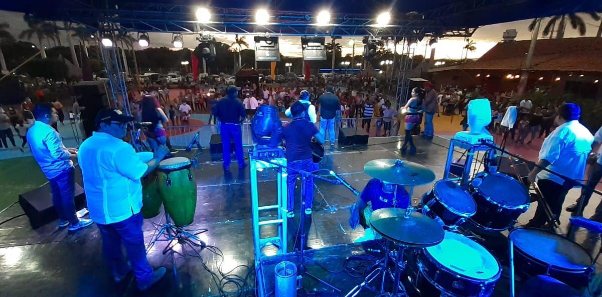 Familias se divierten el Puerto Salvador Allende, el primer día del año 2021