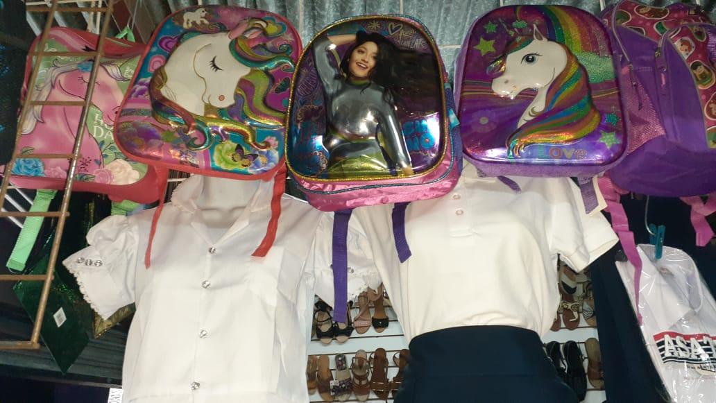 Encuentre uniformes y artículos escolares a precios especiales