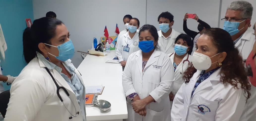 Sonia Castro visita hospital de Jinotepe para mejorar atención médica