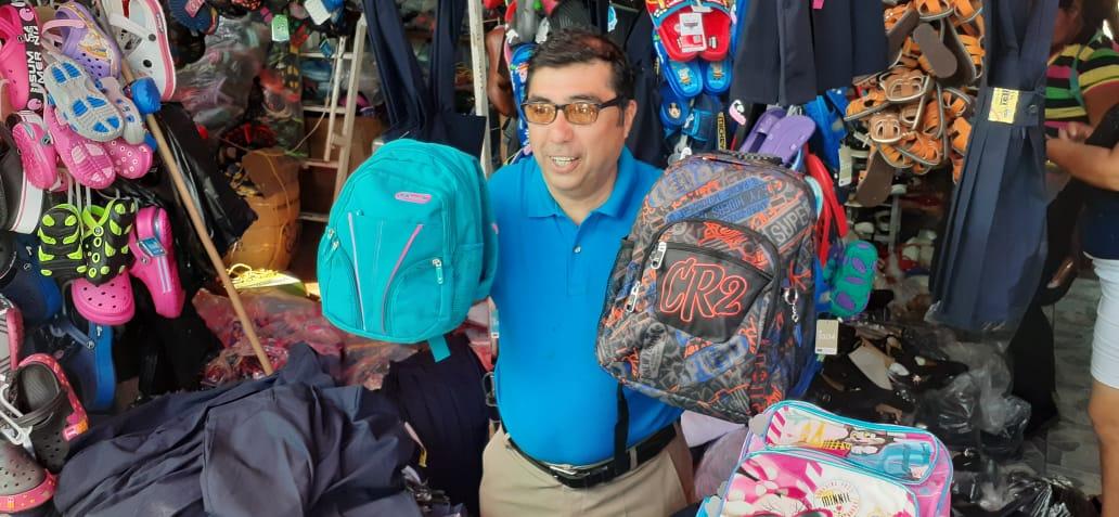 Ventas movidas de uniformes escolares en el mercado Mayoreo